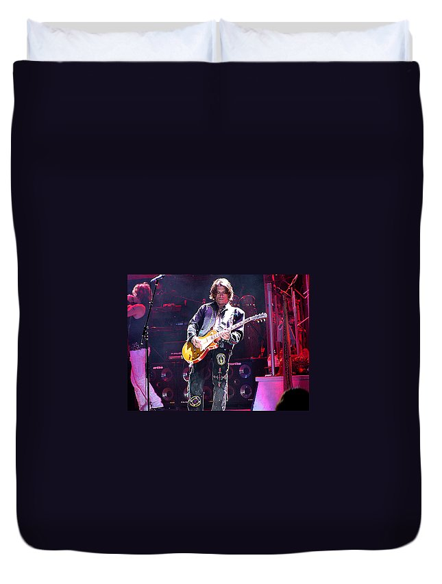 Aerosmith Duvet Cover featuring the photograph Aerosmith-joe Perry-00048 by Gary Gingrich Galleries