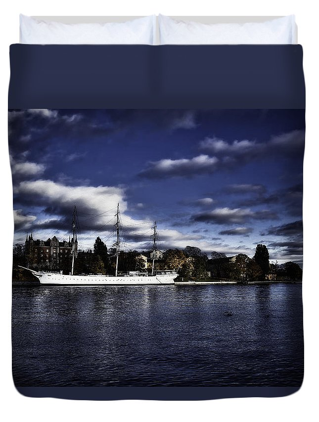 Sailboat Duvet Cover featuring the photograph Af Chapman Color by Ramon Martinez