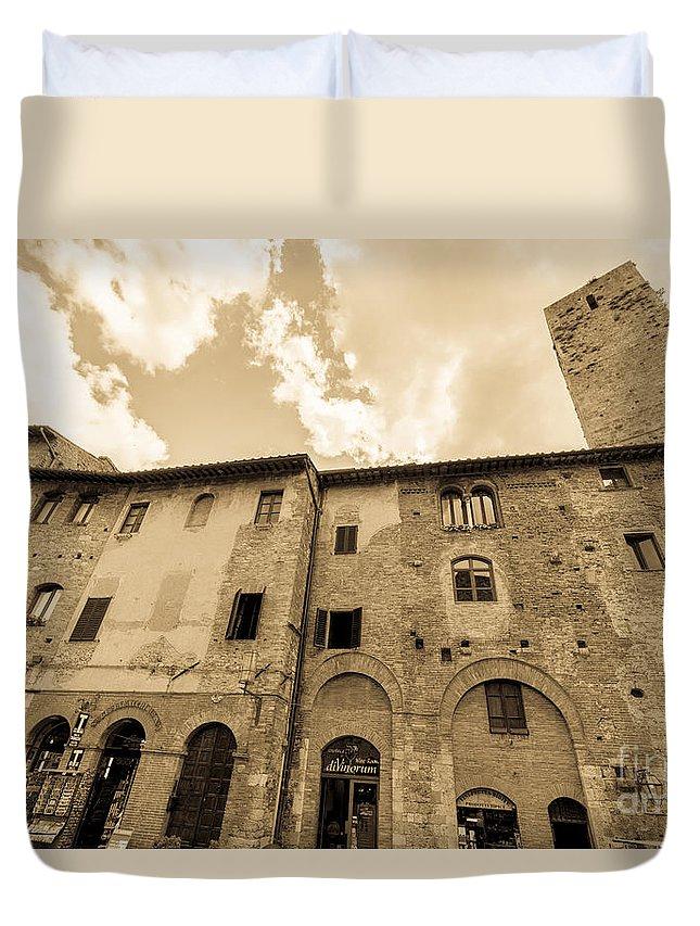 San Gimignano Landscape Cityscape Tuscany Duvet Cover featuring the photograph Aged San Gimignano by Terry Baldridge
