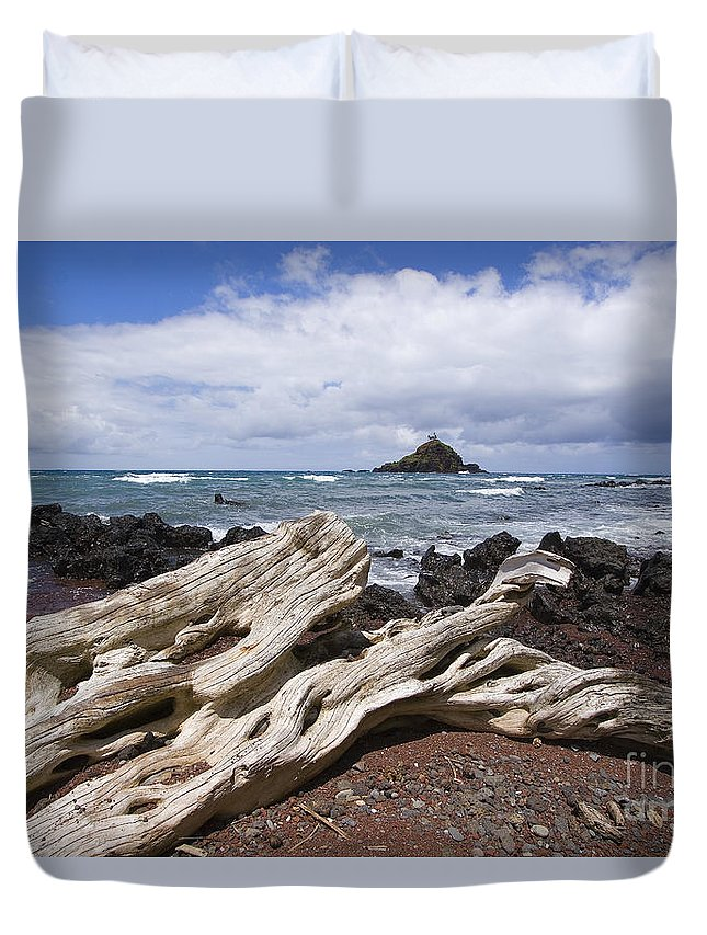 Alau Duvet Cover featuring the photograph Alau Islet, Driftwood by Ron Dahlquist - Printscapes