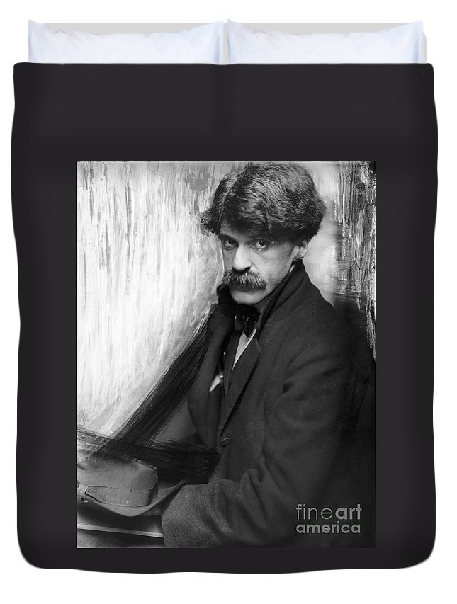 1902 Duvet Cover featuring the photograph Alfred Stieglitz (1864-1946) by Granger