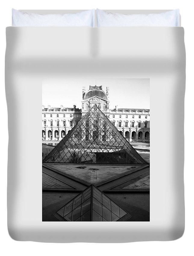 Pyramids Duvet Cover featuring the photograph Aligned Pyramids At The Louvre by Donna Corless