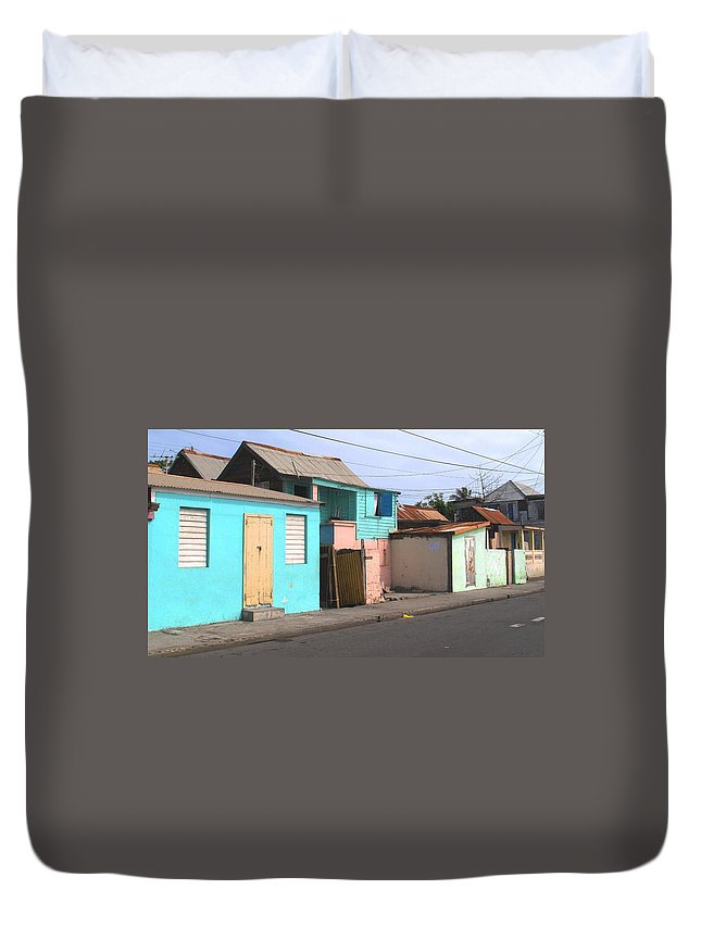 St Kitts Duvet Cover featuring the photograph Along Bay Road by Ian MacDonald
