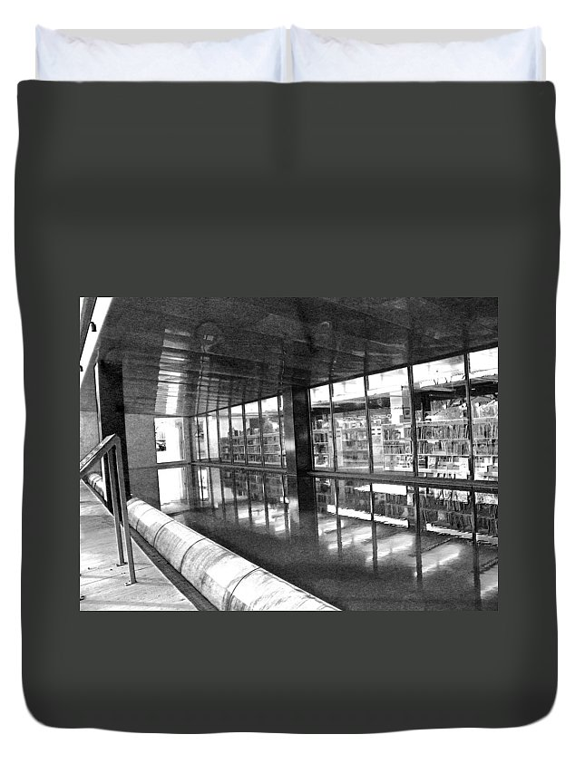 Abstract Duvet Cover featuring the photograph Alternate Reality 11 by Lenore Senior