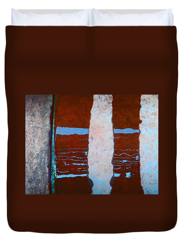 Abstract Duvet Cover featuring the photograph Alternate Reality 20 by Lenore Senior