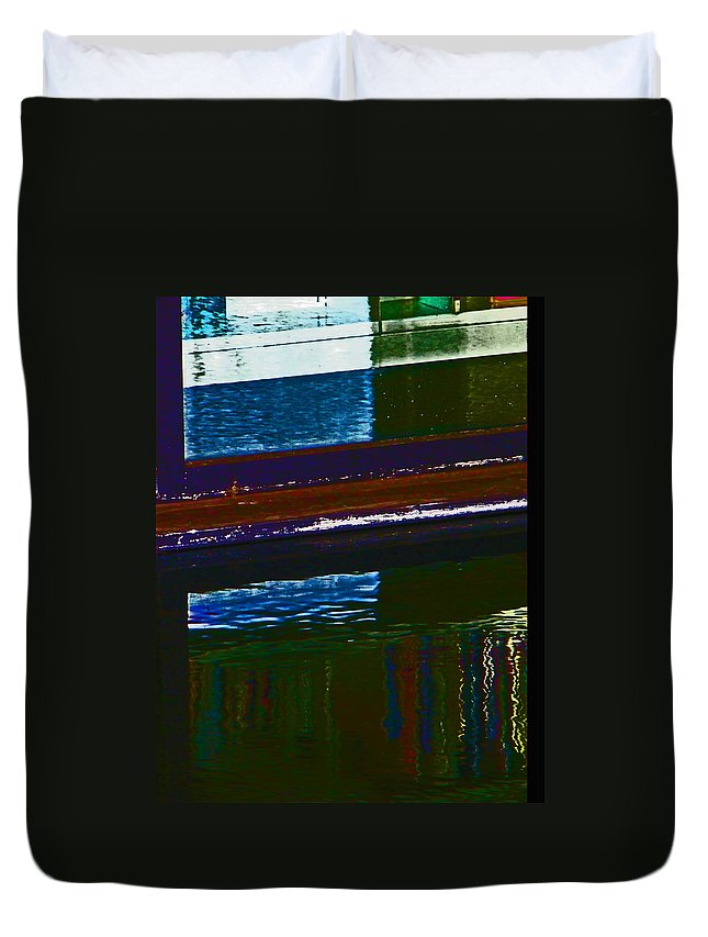 Abstract Duvet Cover featuring the photograph Alternate Reality 22 by Lenore Senior