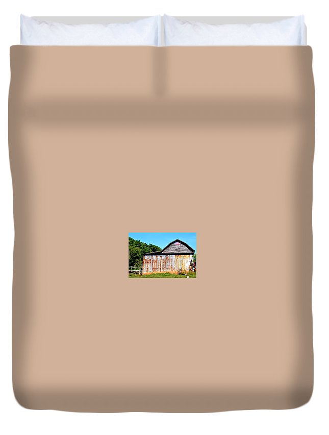 Barn Duvet Cover featuring the photograph American Barn by Melody Meadows