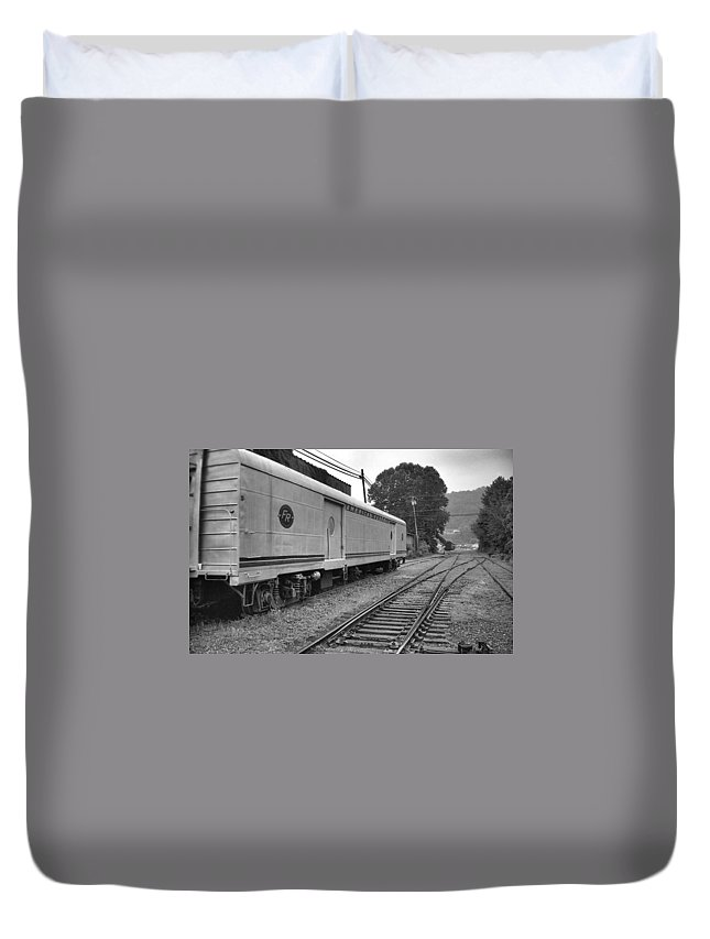 Trains Duvet Cover featuring the photograph American Federail by Richard Rizzo