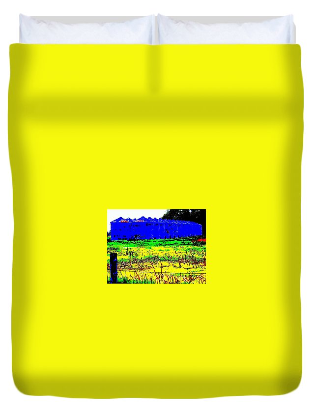 Landscape Duvet Cover featuring the photograph Andys Farm by Ed Smith