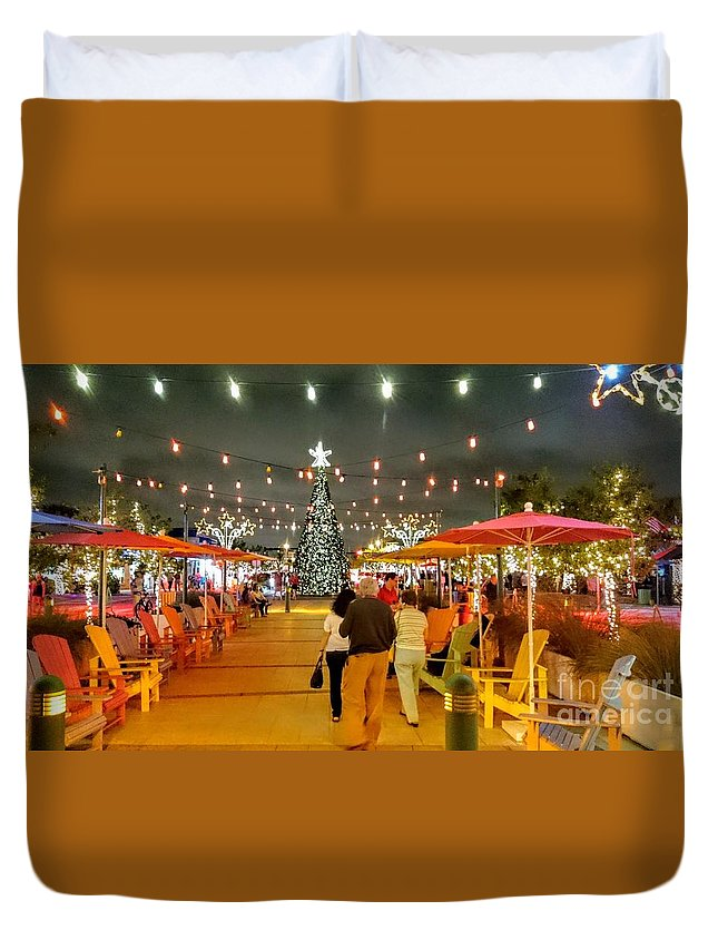 Anglin's Square Christmas Time Lauderdale By The Sea Florida Duvet Cover featuring the photograph Anglin's Square by Daniel Diaz