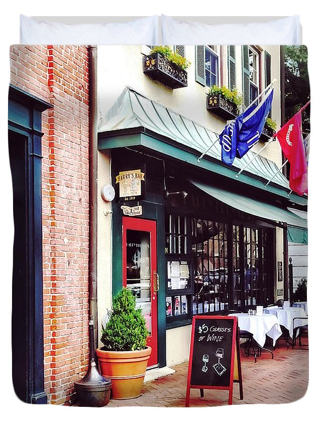State Circle Duvet Cover featuring the photograph Annapolis Md - Restaurant On State Circle by Susan Savad