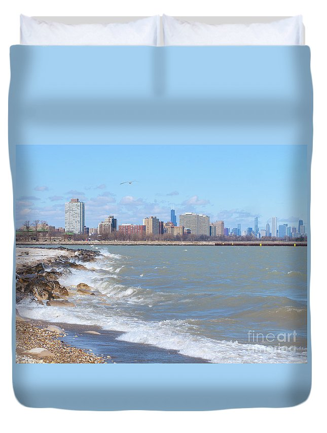 Chicago Duvet Cover featuring the photograph Approaching Chicago by Ann Horn