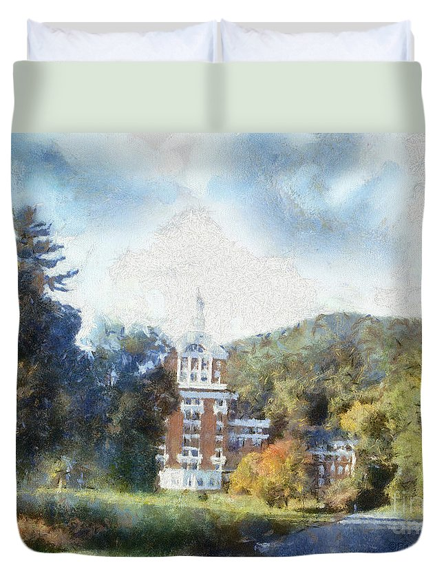 Homestead Duvet Cover featuring the photograph Approaching The Homestead by Paulette B Wright
