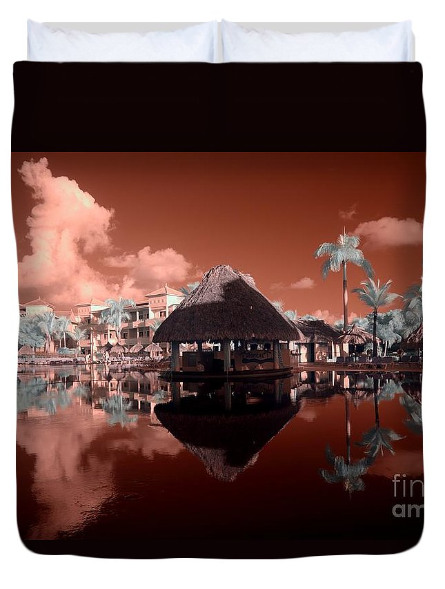 Arbor Duvet Cover featuring the photograph Arbor In The Pool by Igor Aleynikov