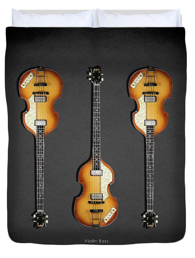 Hofner Violin Bass Duvet Cover featuring the photograph Hofner Violin Bass 62 by Mark Rogan