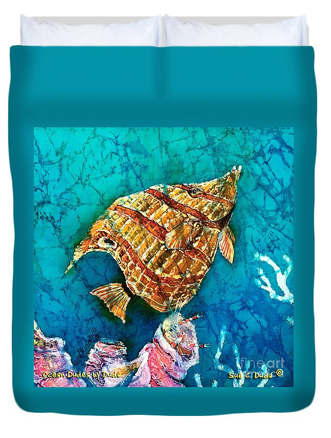 Beaked Butterflyfish Duvet Cover featuring the painting Ascending by Sue Duda