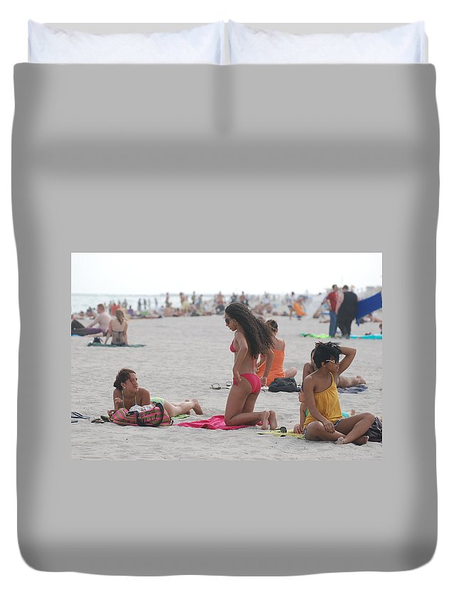 Girls Duvet Cover featuring the photograph At The Beach by Rob Hans