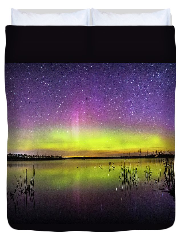 Northern Lights Duvet Cover featuring the photograph Aurora Borealis Over Lake Sinai by Zach Wicks