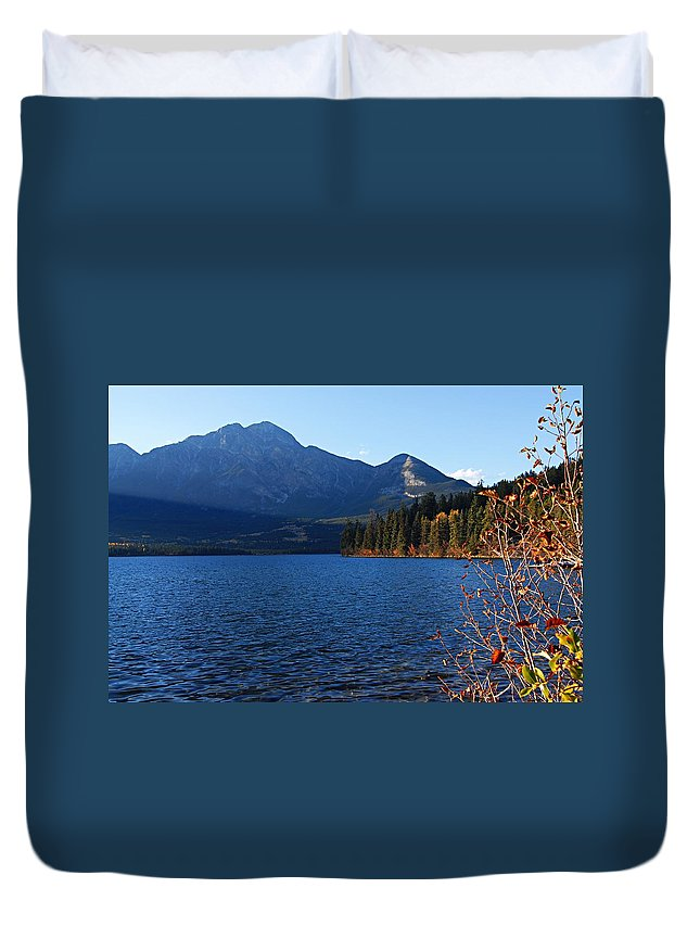 Pyramid Lake Duvet Cover featuring the photograph Autumn Afternoon On Pyramid Lake by Larry Ricker