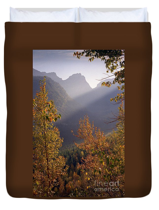 Mountains Duvet Cover featuring the photograph Autumn At Logan Pass by Richard Rizzo