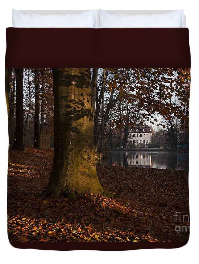Palace Of Branitz Duvet Cover featuring the photograph Autumn Morning In Park Branitz by Steffen Krahl