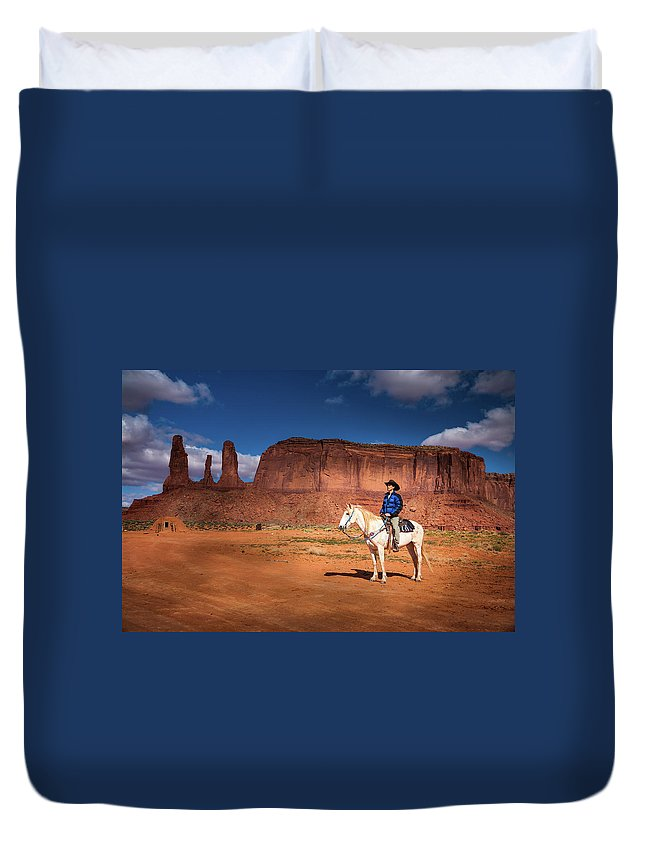 America Duvet Cover featuring the photograph Awaiting The Challenge by William Freebilly photography