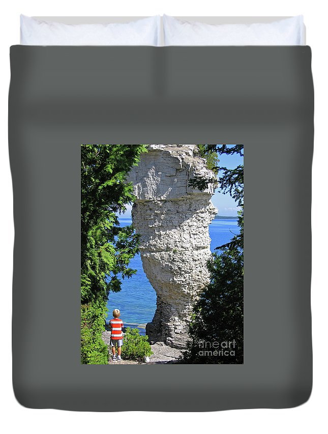 Stone Duvet Cover featuring the photograph Awesome All Around by Ann Horn