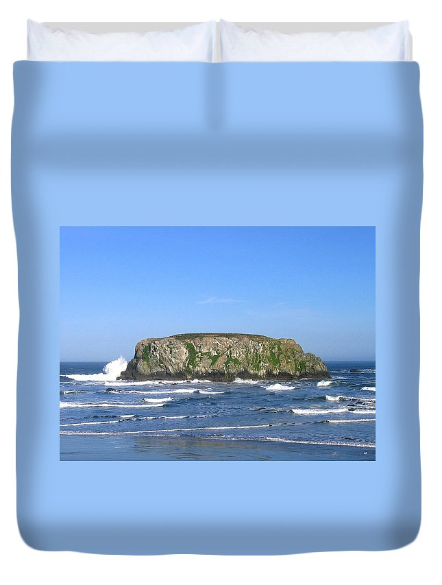 Table Rock Duvet Cover featuring the photograph Bandon 12 by Will Borden