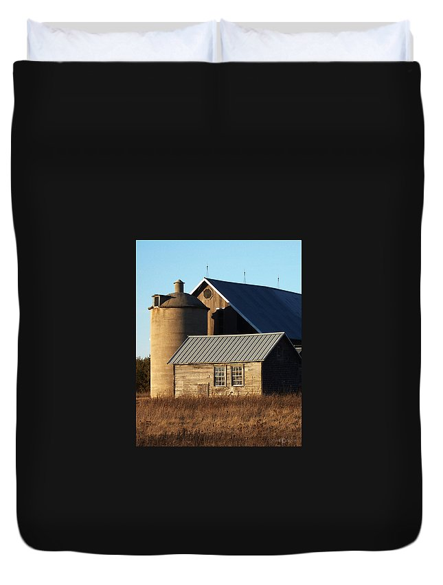 Barn Duvet Cover featuring the photograph Barn At 57 And Q by Tim Nyberg