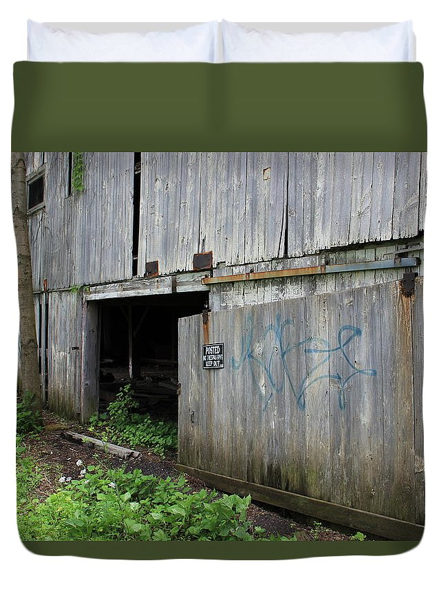 Barn Duvet Cover featuring the photograph Barn Door by Jeff Roney