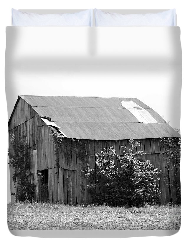 B&w Duvet Cover featuring the photograph Barn In Kentucky No 58 by Dwight Cook