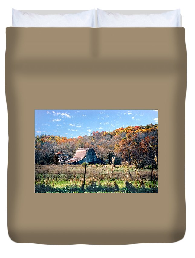 Landscape Duvet Cover featuring the photograph Barn In Liberty Mo by Steve Karol