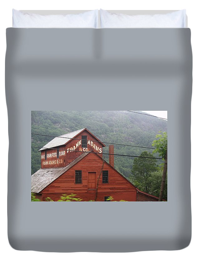 Barn Duvet Cover featuring the photograph Barn In Vermont Along Amtrack by Donna Walsh