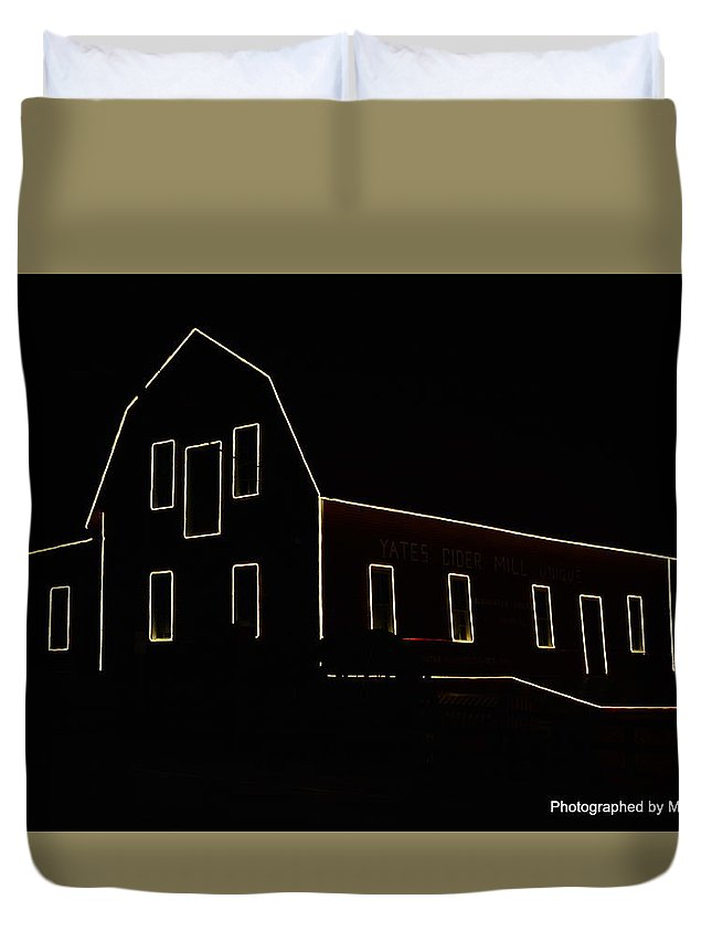 Special Effects Duvet Cover featuring the photograph Barn by Mark Madion