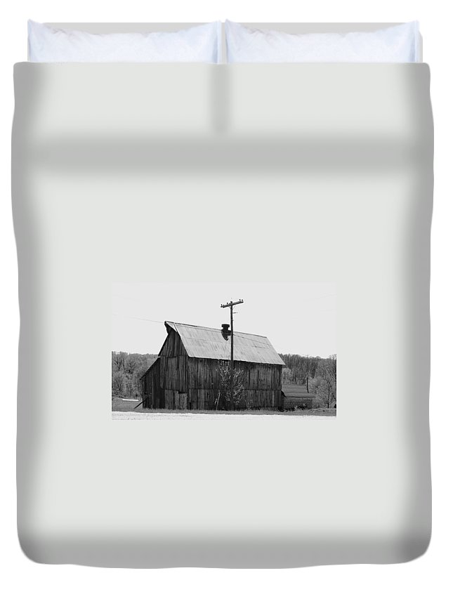 Barns Duvet Cover featuring the photograph Barn On The Side Of The Road by Angus Hooper Iii