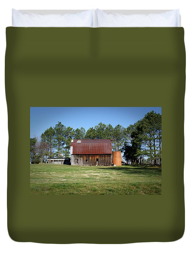 Barn Duvet Cover featuring the photograph Barn With Tree In Silo by Douglas Barnett