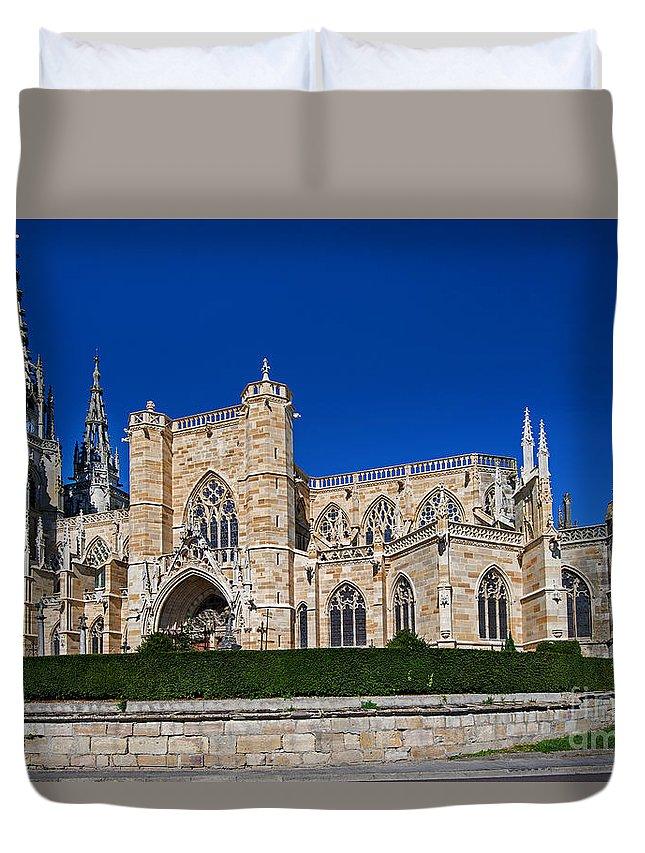 Basilique Notre-dame De L'epine Duvet Cover featuring the photograph Basilique Notre - Dame De L'epine by Yefim Bam