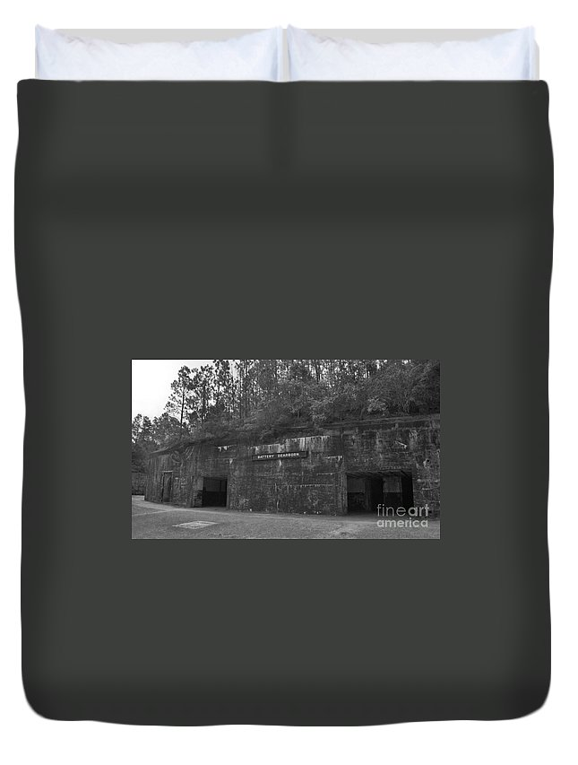 Military Duvet Cover featuring the photograph Battery Dearborn by Richard Rizzo