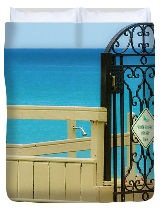 Gate Duvet Cover featuring the photograph Beach Gate by Wolfgang Stocker
