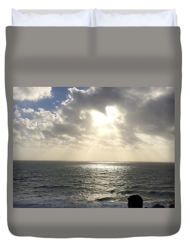 A Scene Of The Ocean As The Sunlight Goes Through The Gap Of The Clouds. Duvet Cover featuring the photograph Beam by Luis Hernandez