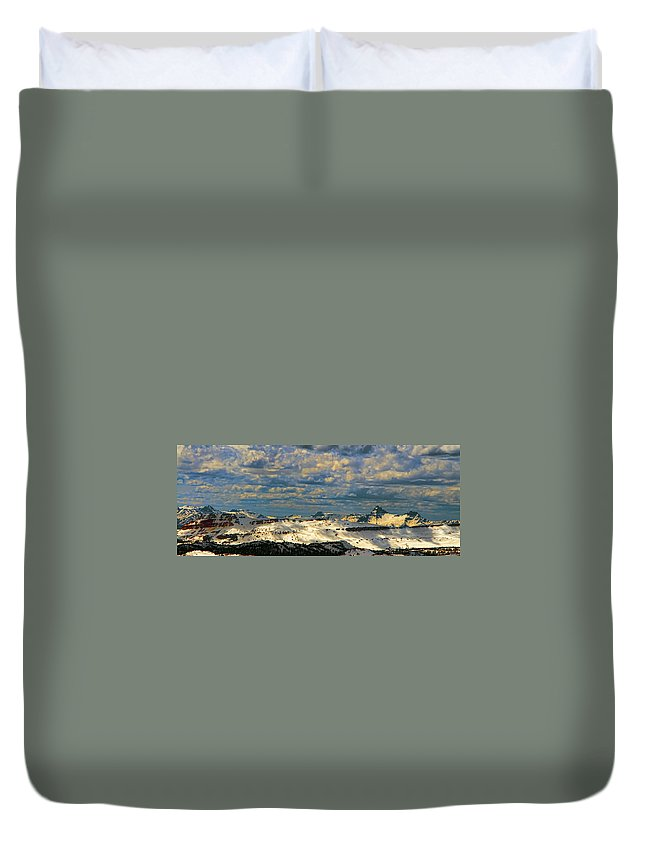 Beartooth Butte ( Red On Left) And Pilot & Index Mountains ( Peaks On Right) Are Seen From Beartooth Highway Duvet Cover featuring the photograph Bear Tooth Mountain Range by Gary Beeler