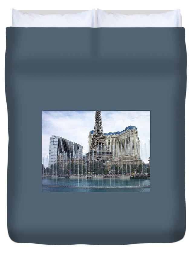 Bellagio Fountain Duvet Cover featuring the photograph Bellagio Fountain 1 by Anita Burgermeister