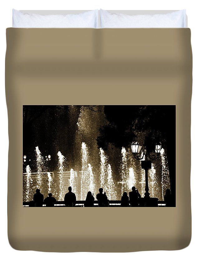 Bellagio Hotel Duvet Cover featuring the photograph Bellagio Fountain At Night by Marilyn Hunt