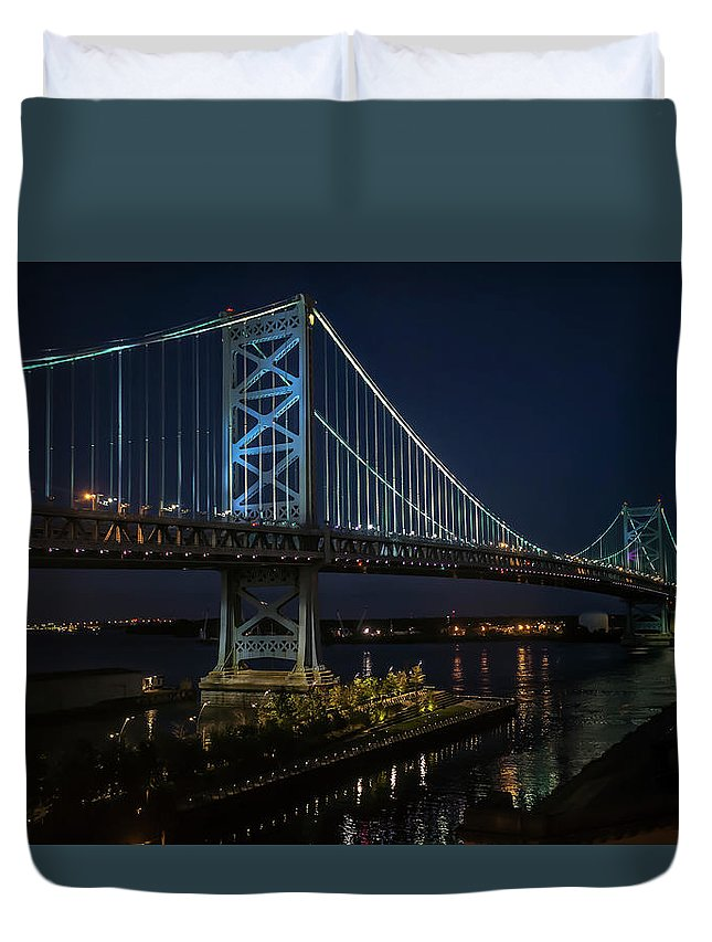 Scenic Duvet Cover featuring the photograph Ben Franklin Bridge In Philadelphia At Night by William Bitman