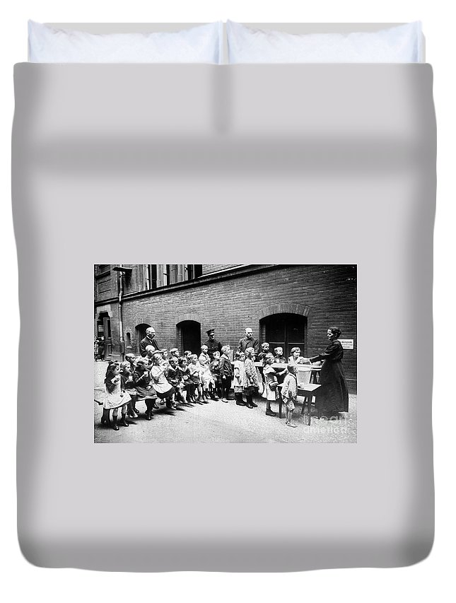 20th Century Duvet Cover featuring the photograph Berlin: Salvation Army by Granger