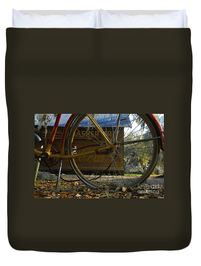 Bicycle Duvet Cover featuring the photograph Bicycle At Micanopy by David Lee Thompson