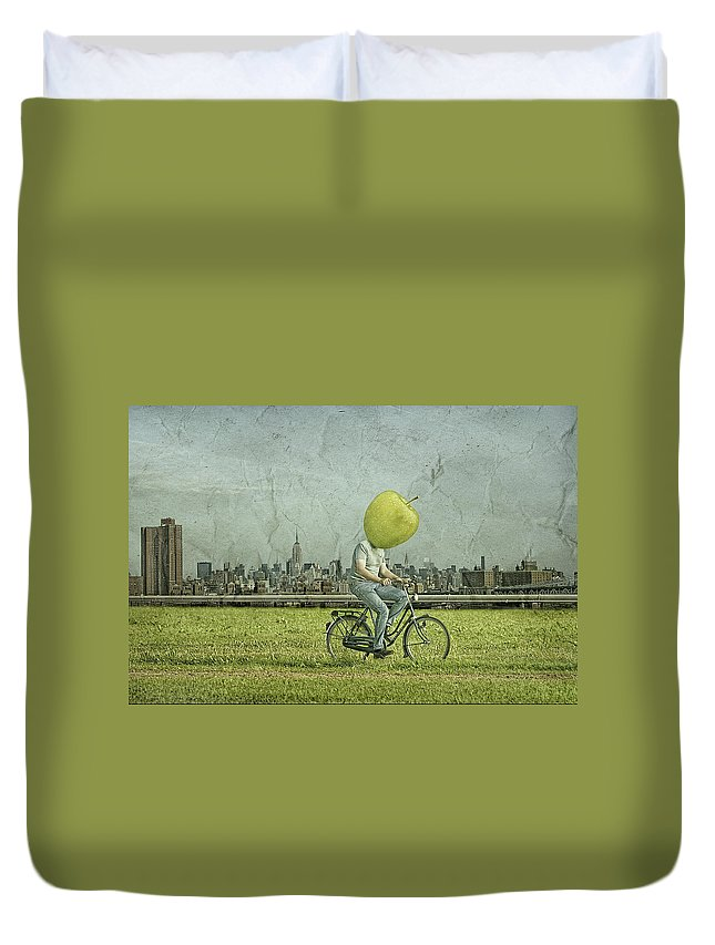 Apple Duvet Cover featuring the photograph Big Apple by Ronald Van Grinsven