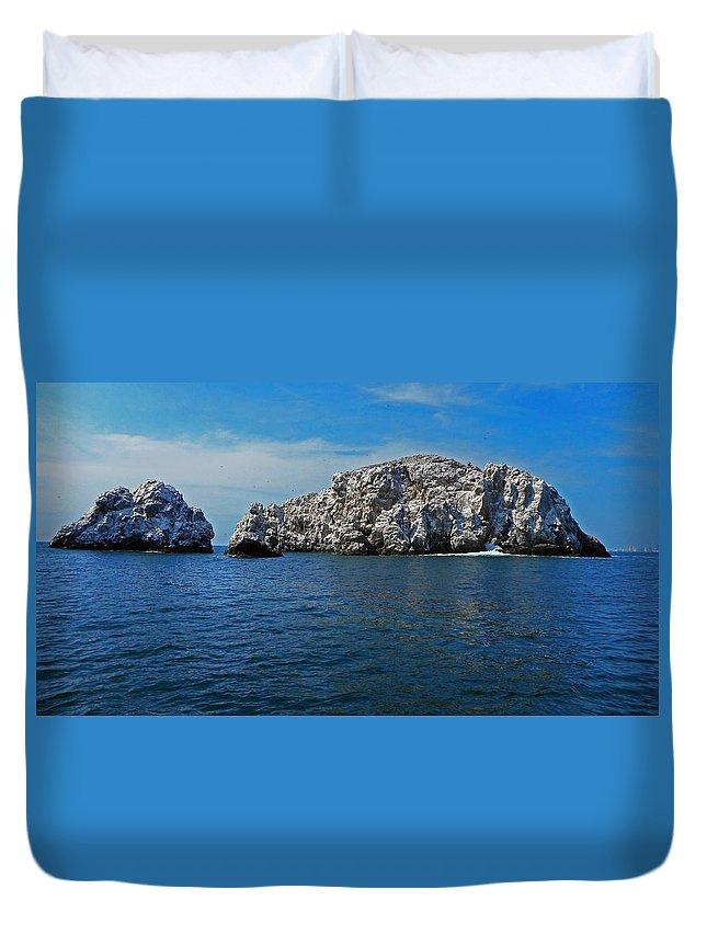 Bird Island Duvet Cover featuring the photograph Bird Island 1 by Ron Kandt