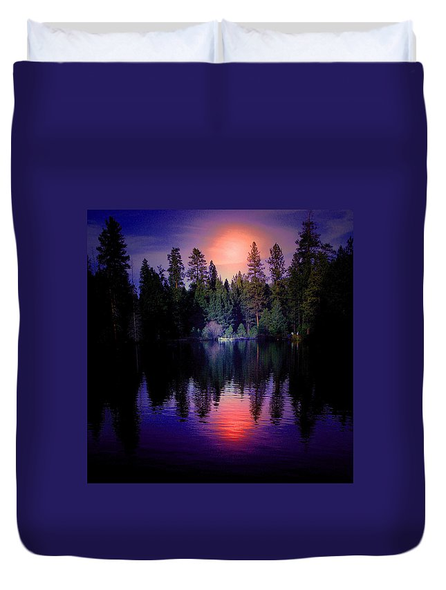 Lake Duvet Cover featuring the photograph Boat Landing by Warren Kasow