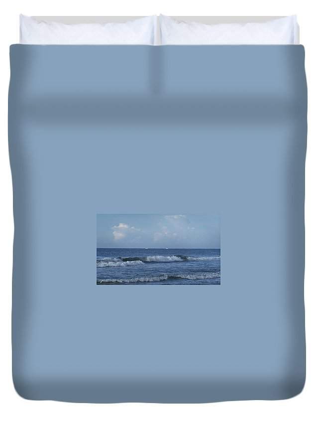 Ocean Duvet Cover featuring the photograph Boats On The Horizon by Teresa Mucha